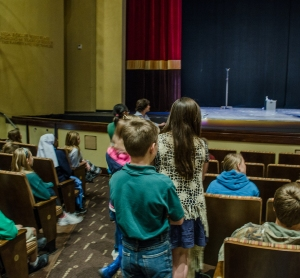 Students, moderated by Dr. Heather McMahon of Maryville College's Theatre Department, asked Hite questions about his writing process, how having Tourette Syndrome has affected his acting career, and about how true to his life the show's action is. Photo by Alex Cawthorn.